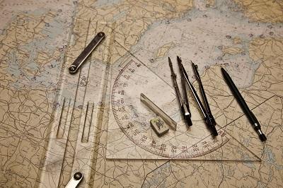 инструменты на морской навигационной карте