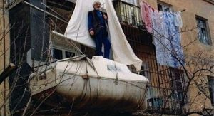 яхта на балконе