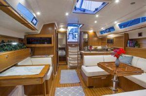 интерьер яхты Catalina 425