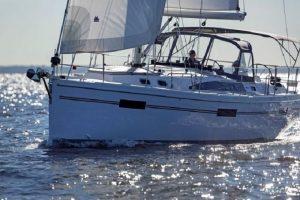 яхта Catalina 425
