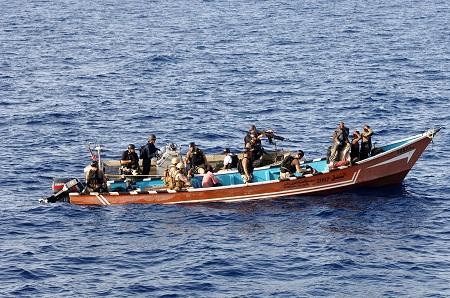 морские пираты на лодке