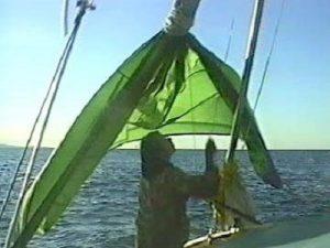 постановка спинакера на яхте с помощью чулка